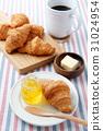 크로와상과 커피 31024954