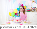 Kids birthday party with cake 31047028