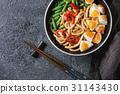 Stir fry udon noodles 31143430