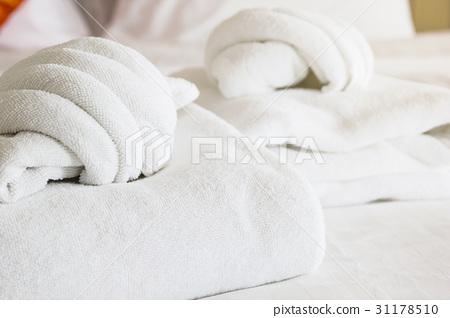 white towel on white mattress fabric 31178510