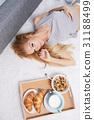 Pretty Woman  Eating Breakfast 31188499