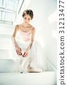穿芭蕾舞鞋的芭蕾舞女演員 31213477
