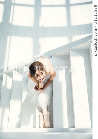 坐芭蕾舞女演員 31213529