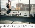 춤추는 여성 옥상 31213743