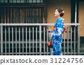 觀光城市祗園的浴衣的一名婦女 31224756
