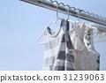 세탁기 (세탁 아동복 여성 빨래 장대 하늘 맑은 푸른 하늘 의류 복사 공간 베란다) 31239063