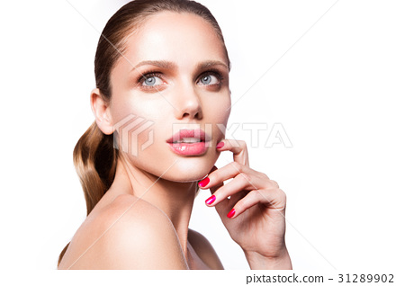 Beauty portrait of model with natural make-up 31289902