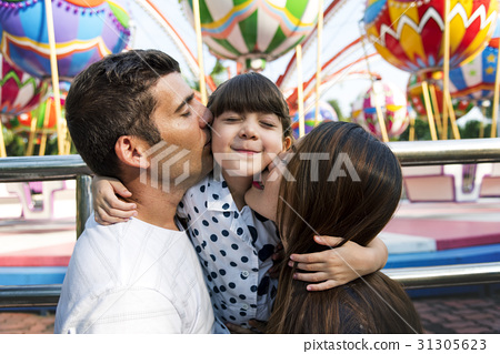 Family Holiday Vacation Togetherness Kiss Love 31305623