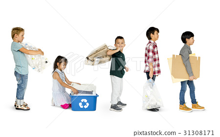Diverse Group Of Kids Recycling Garbage 31308171