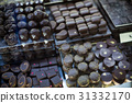 Assortment of chocolates with ganache and pralines fillings 31332170