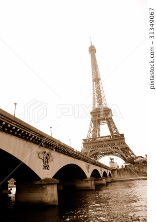 Jena Bridge and Eiffel Tower over the Seine [Sepia] 31349067