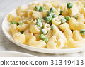 homemade pasta with green peas 31349413