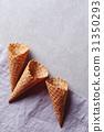 Ice cream cone 31350293