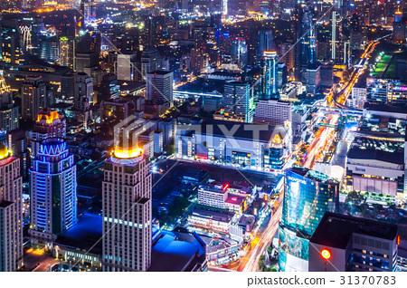 태국 수도 방콕의 빌딩 군의 야경 31370783