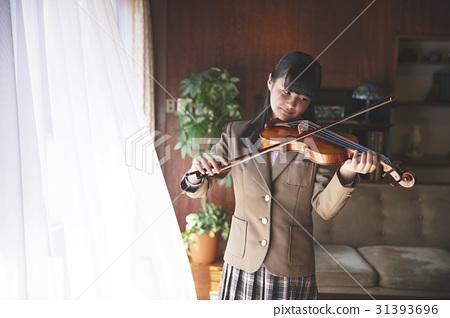 부자 바이올린을 연주 여학생 31393696