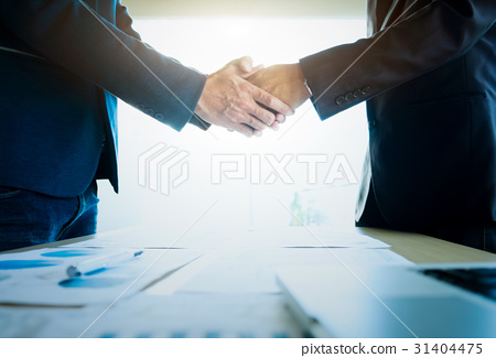 Businessmen shaking hands during a meeting. 31404475