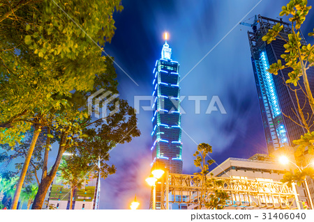 Night view of Taipei 101 and downtown architecture 31406040