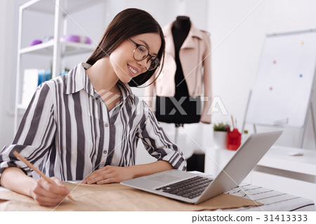 Pretty woman copying data from the laptop 31413333
