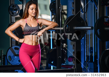 Girl execute exercise with barbell 31432963