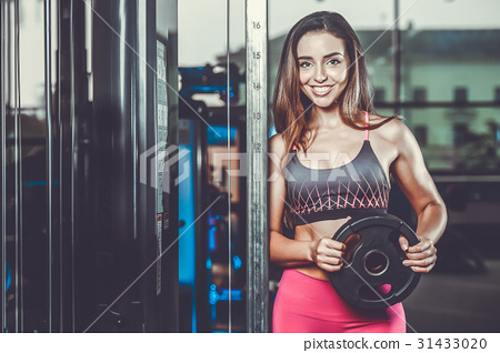 Sexy portrait model and tanned body looking away in gym .. 31433020