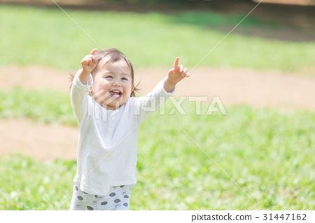 아이들과 공원 비눗 방울 31447162