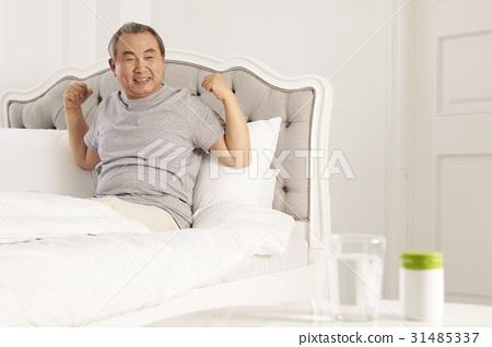 노인,침실 31485337