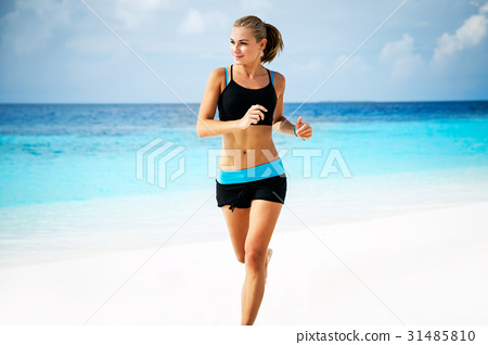Woman running on the beach 31485810