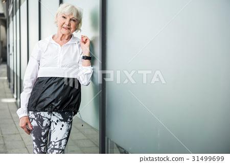 Glad senior lady waiting for start of exercise 31499699