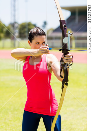 Female athlete practicing archery 31522792