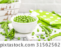 Fresh green peas 31562562