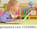 女孩 少女 便携电脑 31566881