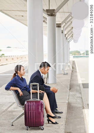 Business people Waiting for Taxi 31584096
