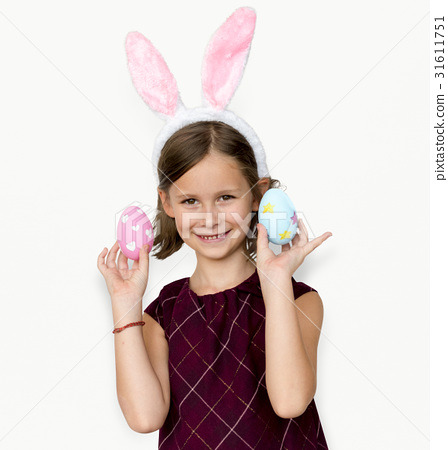 Kid with a bunny hairband holding eggs 31611751