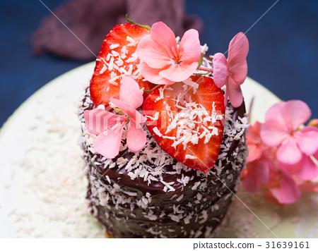 Chocolate cake with strawberry flower decor 31639161