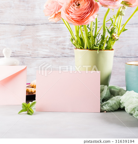 Pink greeting card and flowers 31639194