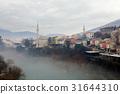 スターリ・モストからのモスタル旧市街と緑のネレトヴァ川の眺め 31644310