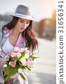 woman flower springtime 31656341