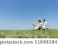 资深夫妇和狗草原和蓝天 31698384