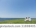 资深夫妇和狗草原和蓝天和海 31698405