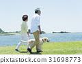 시니어 부부와 강아지 초원과 푸른 하늘 31698773
