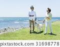 시니어 부부와 강아지 초원과 푸른 하늘 31698778