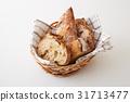 바구니에 담긴 프랑스 빵 31713477