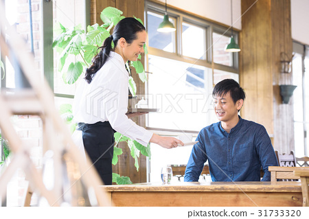 젊은 카페 점원 31733320