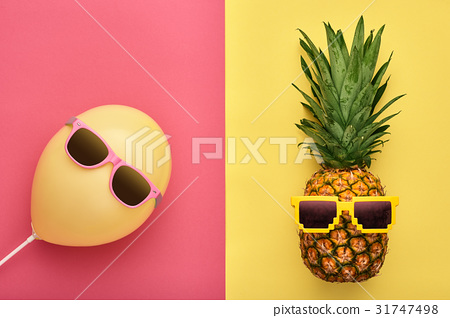 Fashion Pineapple. Air Balloon. Summer.Minimal Fun 31747498