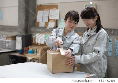 物流倉庫勞動人民包裝工作 31748284