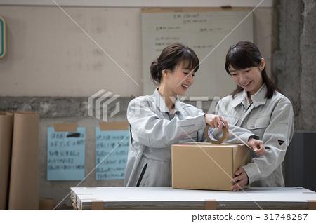 物流仓库劳动人民包装工作 31748287