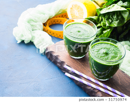 Green detox smoothie for diet 31750974