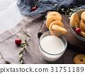 milk, cookie, still 31751189