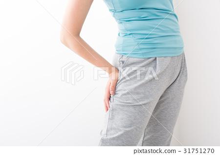 關心腰部的女性 31751270