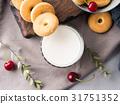 milk, cookie, still 31751352